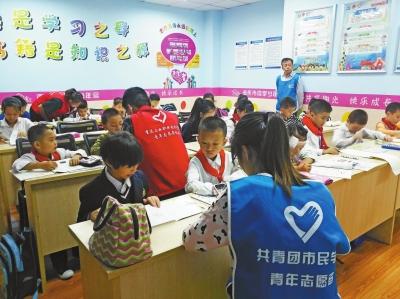 """""""新时代·中国梦""""手抄报展示活动,""""感恩母亲快乐成长""""亲子活动,""""多彩"""