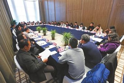 观念 促进司法公正区政协委员分组协商讨论两